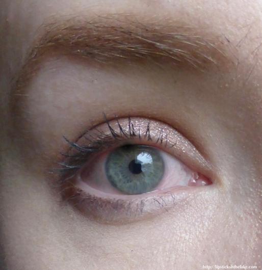Revlon-Dramatic-Definition-Mascara1