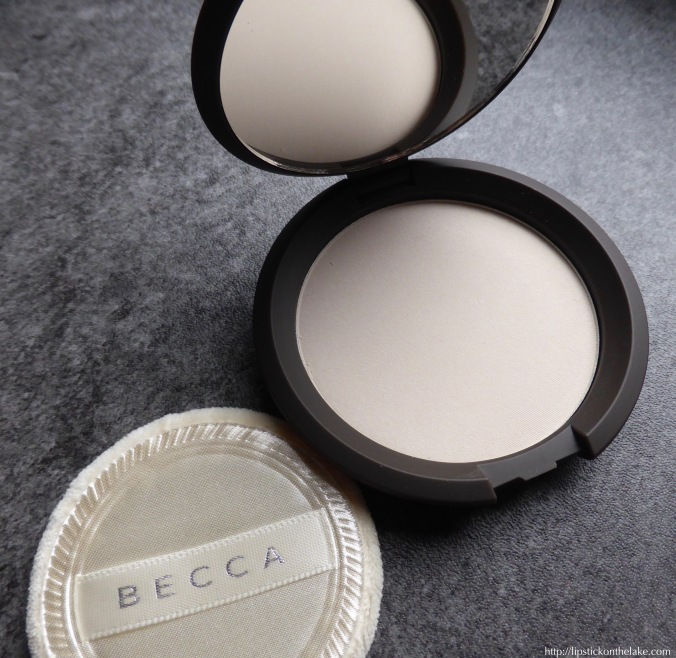 becca-blotting-powder-translucent